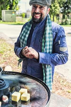 In den letzten Jahren hat Giuseppe Messina sich zudem zum absoluten Spezialisten am Keramikgrill oder Kamagogrill gemausert und sorgt für verwunderte Blicke, wenn er demonstriert, was aktuell am Rost alles möglich ist.